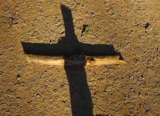 Sfânta Cruce, umbră,pământ