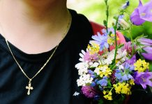 Valori..., Cruce,gât,lănțișor,flori,lumesc,stricăcios