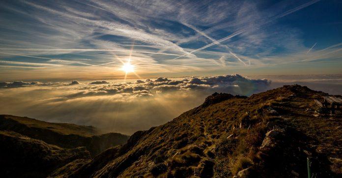 Cer,nori,pământ,munți