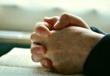 Mâini,rugăciune,Biblie
