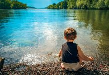 băiat,râu,munți,apă,lac