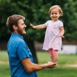 Tată, copil, sprijin, reazăm, încurajare, prunc