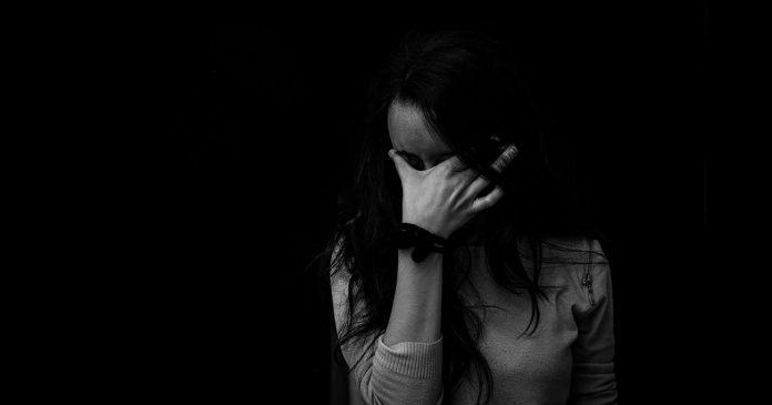 întuneric,părere de rău,plâns,tristețe,emoții,remușcări