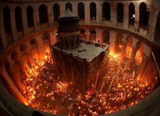 Biserica Sfântului Mormânt, Învierea Domnului, Sfânta Lumină
