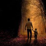 Tată, copil, drum, pădure, întuneric