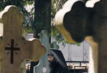 Pr. Veniamin, Mănăstirea Putna, cimitir, lumânare, lumină, candelă, morminte