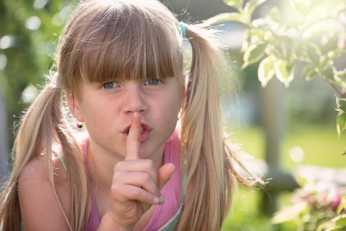copil, tăcere, liniște