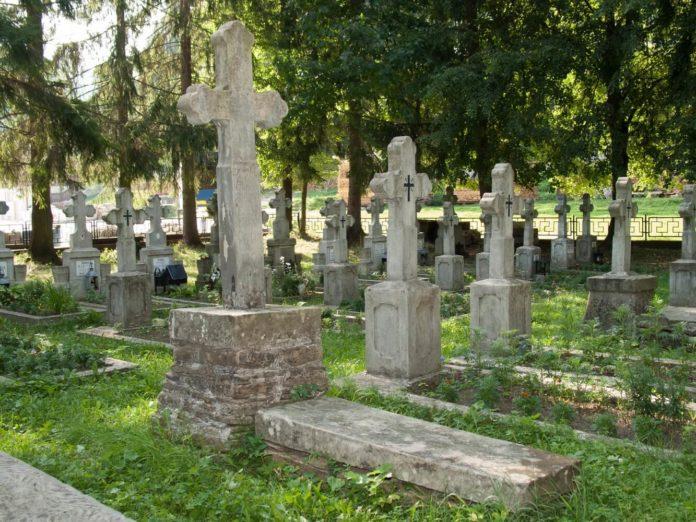 Cimitirul Mănăstirii Putna, cruci, morminte, răpoșați, repausați, gropi