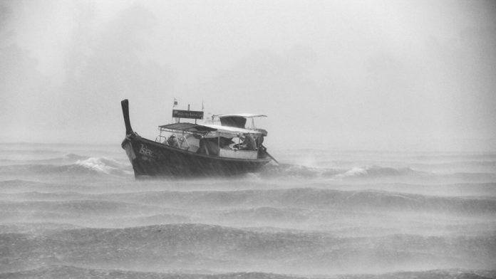Corabie, valuri, necazuri, încercări, mare