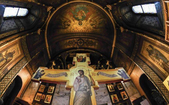 Sfânta Cruce cu icoana Învierii Domnului (Foto: Gina Țapu), răstignirea Domnului, Paște, altar, troiță