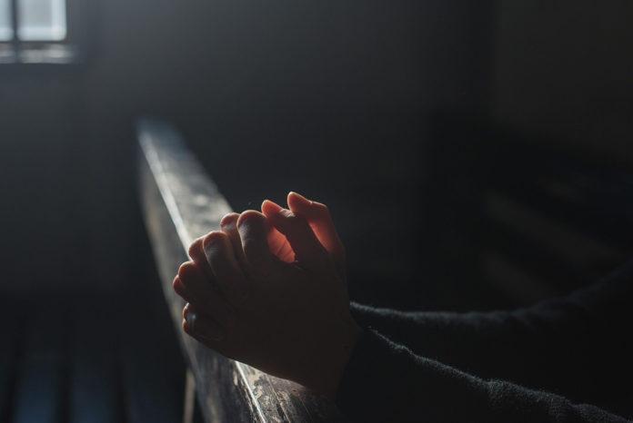 rugăciune, biserică, mâini rugătoare