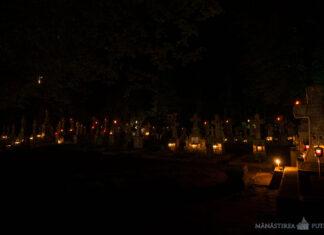 Cimitirul Mănăstirii Putna în noaptea Sfintei Învieri, Paștele