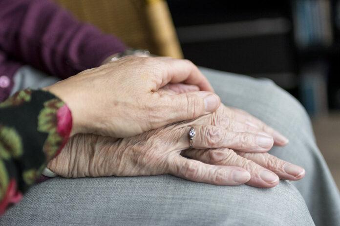 Prin aproapele Îl slujim pe Dumnezeu, bătrân, bunic, iubirea aproapelui